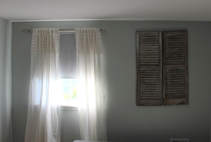 adj bedroom wall with faux window